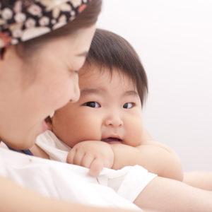 一歳の男の子とママの写真