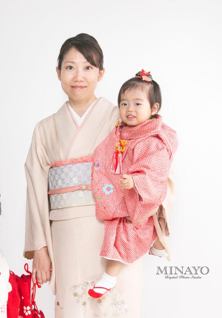 1~2歳の女の子向けの衣装。赤の絞り柄です。